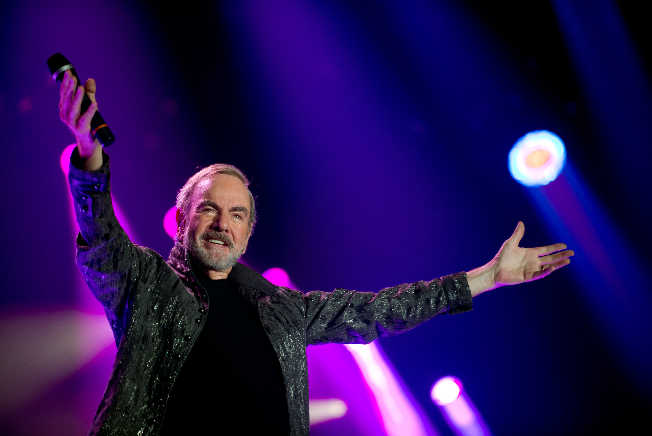 Neil Diamond S 50th Anniversary Tour Coming To Australia Neil Diamond